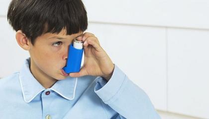 Alergické astma se často léčí inhalačními léky (foto: iStock)