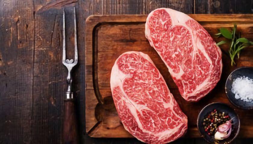 I z hovězího steaku můžete mít zdravotní problémy, částečně pomůže řádná tepelná úprava (foto: Dreamstime.com)