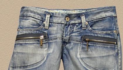 Vyrážka na kůži pod knoflíkem u džín může být projevem kontaktní alergie