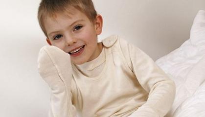 Škrábání zabrání speciální pyžama pro atopiky