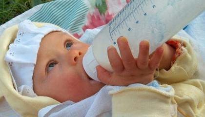 Mléko je základem výživy kojenců. Ale jaké? (foto: SXC)
