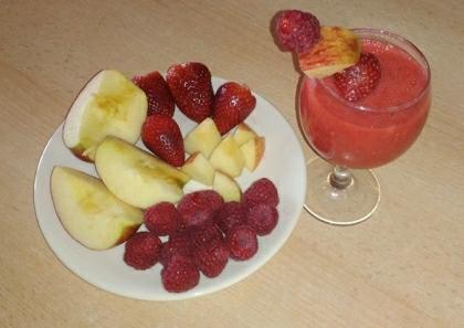 Smoothie se špaldovým nápojem a ovocem