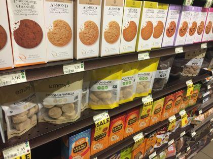 Regály bezlepkového zboží ve Whole Food Marketu
