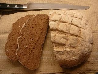 Teffový bezlepkový chléb s tapiokou a směsí Schär mix Brot Dunkel