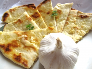 Indický chléb Naan podle Petry Vojtové