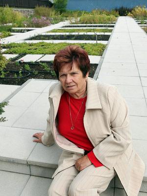 Jarmila Podhorná ve firemní zahradě