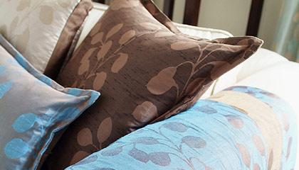 Čalouněný nábytek a různé dekorativní textilie jsou často zanášeny alergeny