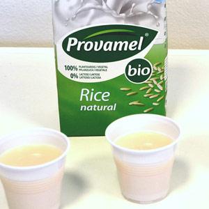 Rýžové mléko bylo lehce nažloutlé a výrazně vonělo po sladu
