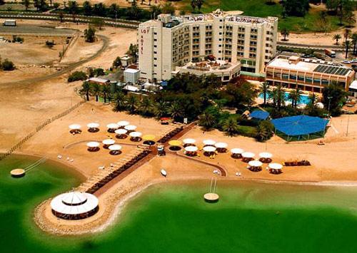 Německé léčebné centrum sídlí v krásném hotelovém komplexu u Mrtvého moře (zdroj: Rotary)