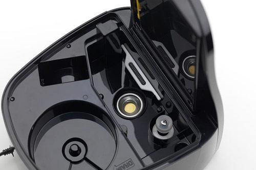 Základna ultrazvukového zvlhčovače s vibrační membránou (žluté kolečko uprostřed)